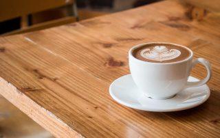Filizanka-z-kawa-z-mlekiem